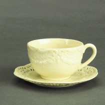 Cream Victorian Tea Cups and Saucers Set, Set of 4